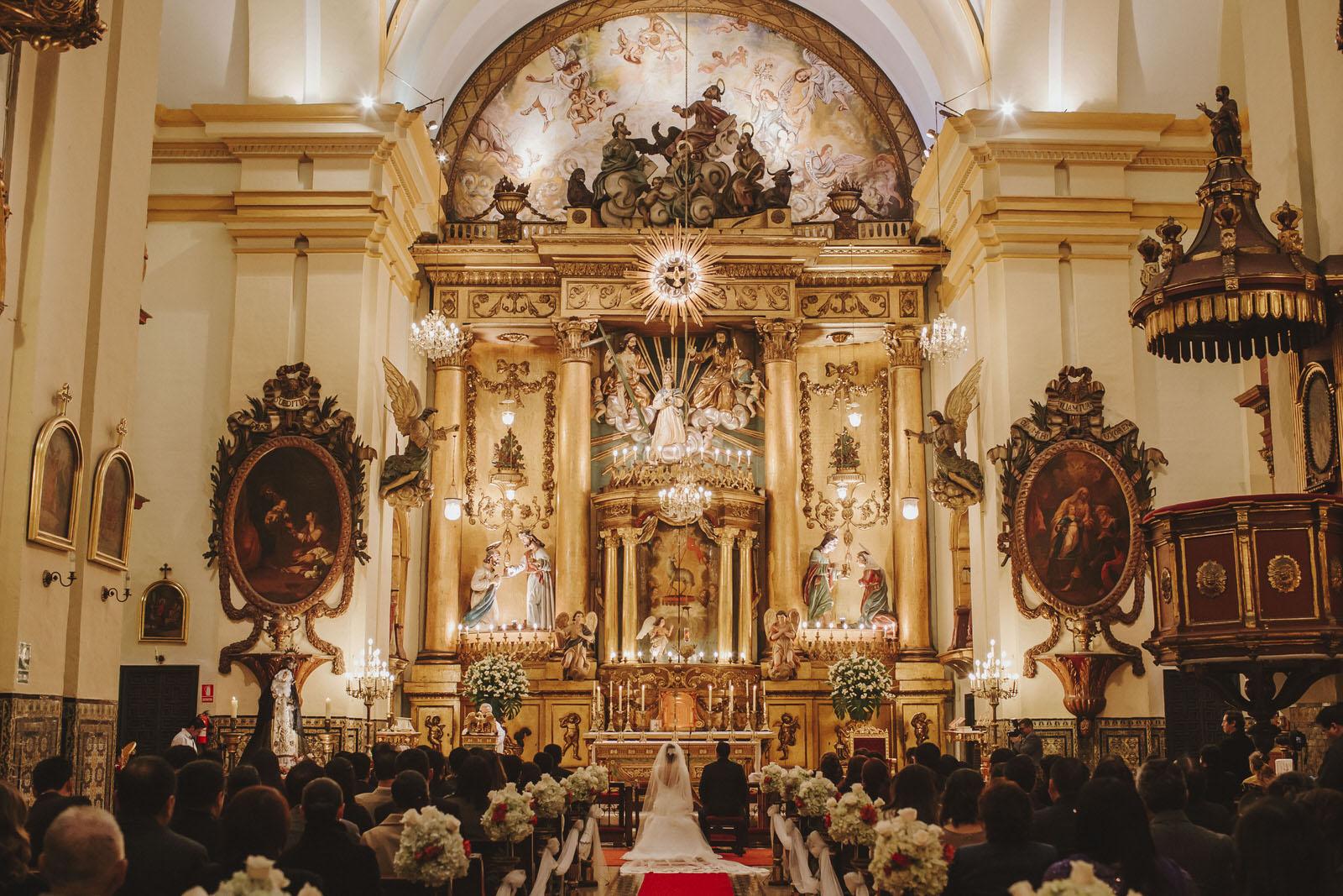 altar iglesia del sagrario lima
